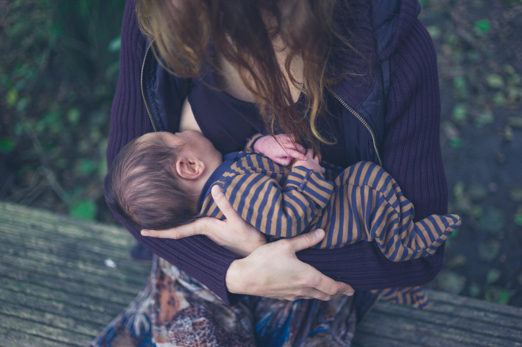 A amamentação é fundamental para o bebê, pois além do alto valor nutricional o ato de amamentar estimula o desenvolvimento emocional dos pequenos.
