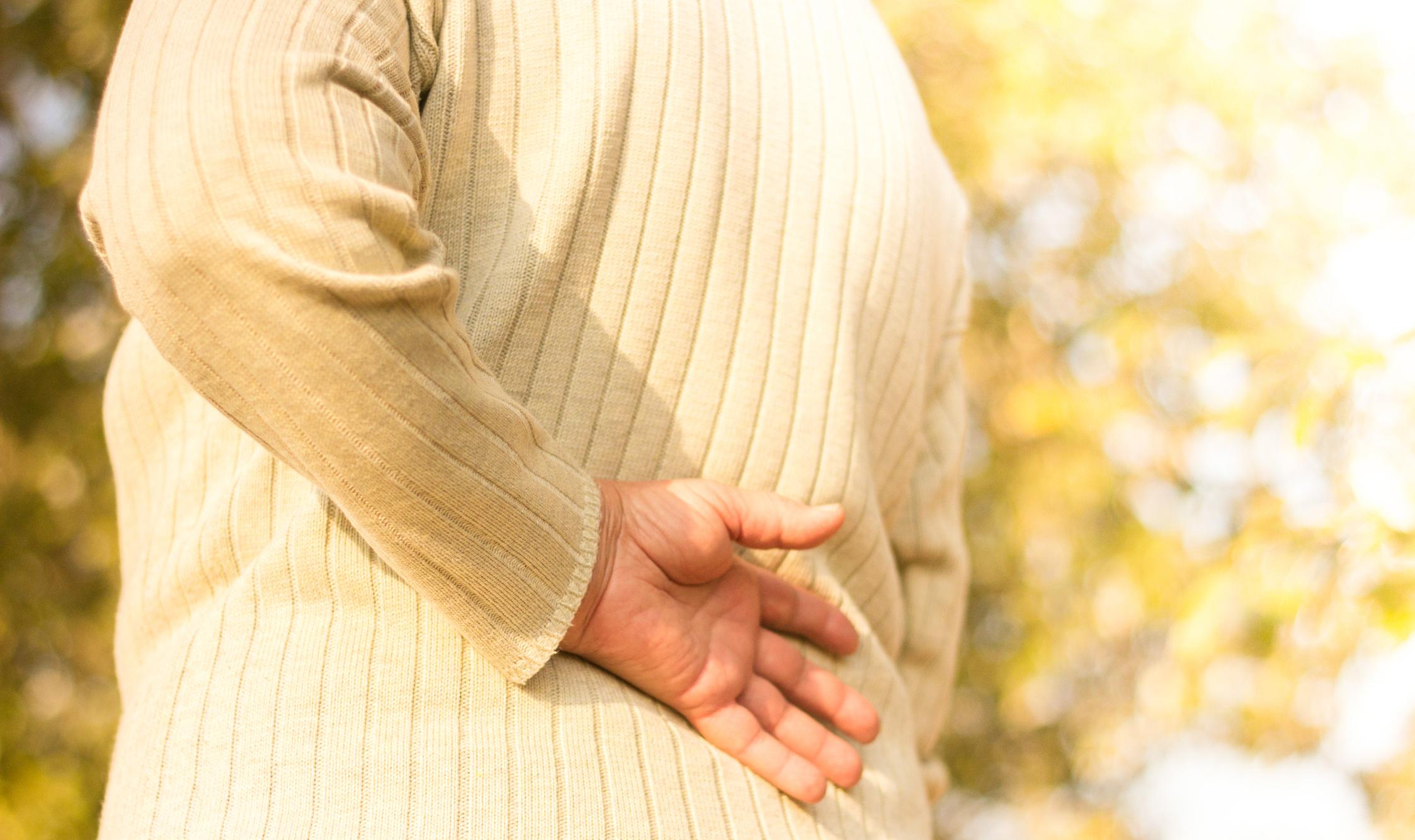 A dor causada pelo nervo ciático, a ciatalgia, é um problema que atinge homens e mulheres, principalmente a partir dos 40 anos.