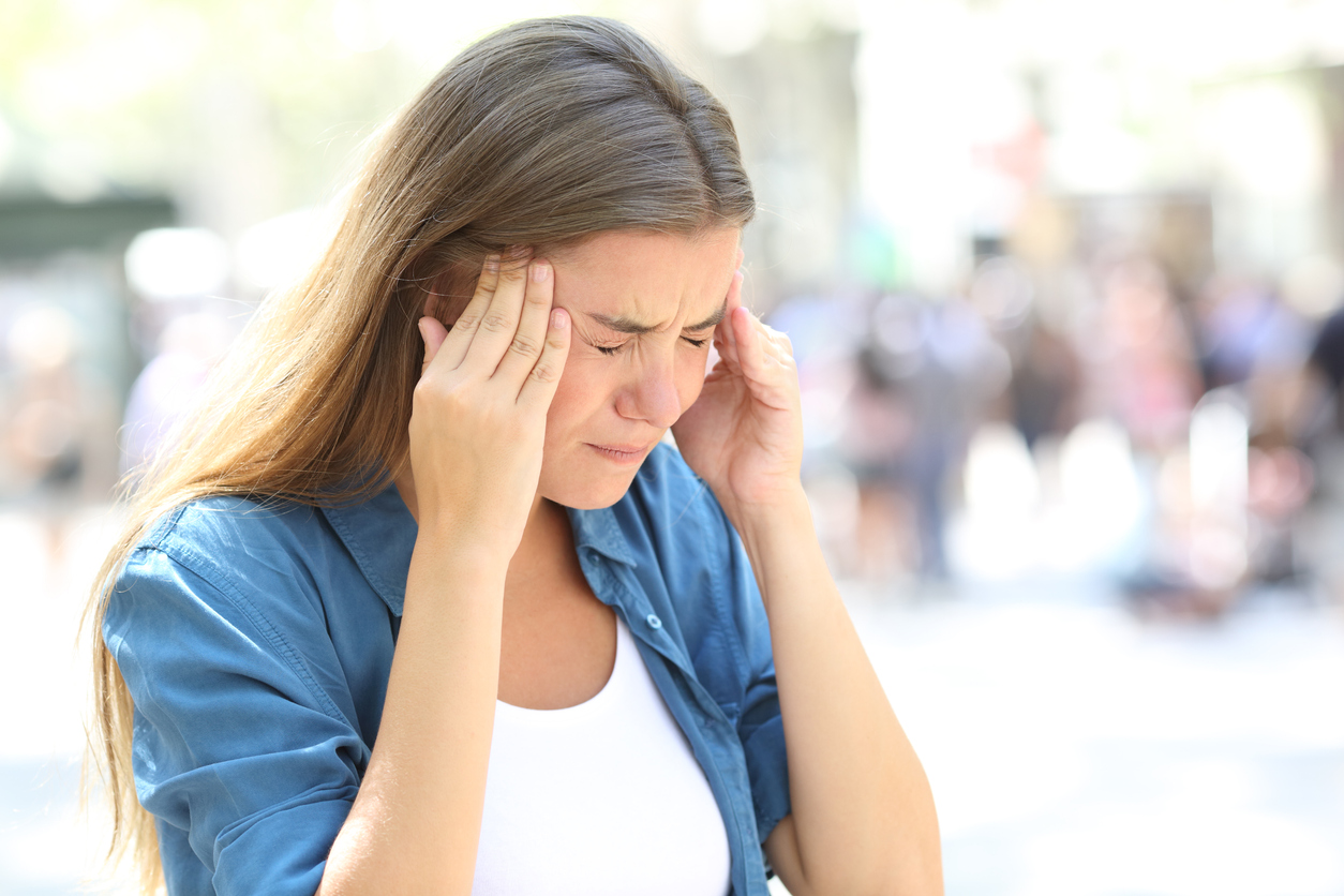 Dentro do universo feminino há uma doença crônica que incomoda muitas mulheres: enxaqueca. Segundo a Sociedade Brasileira de Cefaleia, para cada homem há três mulheres convivendo com a doença.