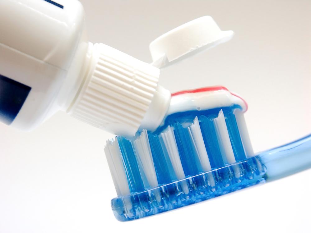 Muito se fala em higienizar as mãos para não ser contaminado pelo novo Coronavírus. Mas um detalhe importante e que também serve de prevenção ao vírus, é o cuidado com a higiene bucal, já que uma das portas principais de entrada do vírus é a boca.