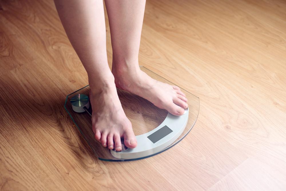 Por conta do isolamento social, a mudança brusca na rotina, de horários, local de trabalho e estudo trazem algumas consequências ao corpo, e uma delas é o aumento do peso.